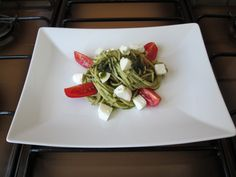 Spaghetti pesto aux basilique mozzarella et tomato Gino D'Aquino ,-.,.-,.-,.-_________ /(Y)
