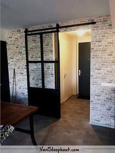 Bekijk de foto van VanSloophout-com met als titel Op zoek naar een eye catcher in je woning? Dan heb je met een industriële stalen deur een goed item in je woning. Deze deuren maken wij in diverse varianten; schuifdeur, scharnierdeur, los paneel of staatsdeur. Stel hem helemaal zelf samen en wij maken het precies op maat! #custommade #maatwerk #deuren #stalendeuren #industrieelwonen #industrieel #interieur #interior #woontrends #wooninspiratie #wonen #living #home #binnenkijken #meubelen en…