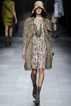 Burberry Prorsum Spring 2009 Ready-to-Wear Fashion Show - Kinga Rajzak