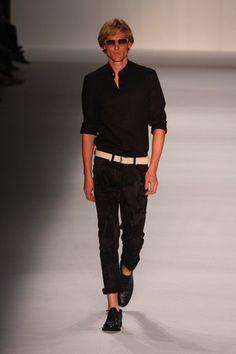 TNG all black...