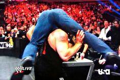 Brock Lesnar es un compañero de alarmante, ya juzgar por esta fotografía, Triple H verdaderamente orinó en la presencia de la bestia.