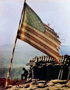 A tattered American flag flies above firebase LZ Lonely near Pleiku, South Vietnam on April This is the color version of one of the photos that won David Hume Kennerly the 1972 Pulitzer Prize for Feature photography. Vietnam Flag, North Vietnam, Vietnam Veterans, Vietnam History, Vietnam War Photos, American War, American History, Veterans Day Coloring Page, Flag Coloring Pages