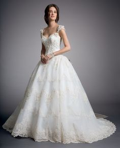 I love the top to this gown. Love the top!!!