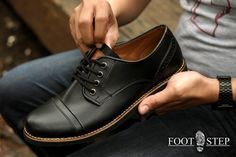 Pedro black  Size : 41-44 Idr : 225.000 Look for casual ? Or formal ? Why not both ? This shoe give you both of them with indonesian touches you can feel comfort like you wear a international brands :)) #shoe #shoes #sepatu #sepatumurah #sepatucowo #sepatucowok #jualsepatu #jualsepatumurah #jualsepatuori #localbrands #produklokal #indonesiabrands #indonesia #freaksfootwearshop