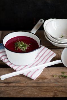 Winter Rezept für eine Rote Bete Suppe mit Äpfeln. Einfach zu kochen, lecker und gesund!