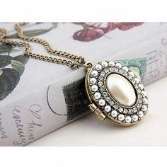 Vintage Retro White Pearl Oval Box Case Necklace Sweater Chain