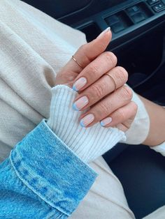 The best classic manicures with stylish, yet subtle nail art for Summer 2020 #chicnails #frenchmanicure #nailideas