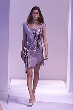 Callaghan Spring 2001 Ready-to-Wear Collection Photos - Vogue Ready To Wear, Fashion Show, Runway, Vogue, Spring, Model, How To Wear, Nicolas Ghesquiere, Beauty