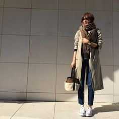モデル富岡佳子さんの上品スニーカーコーデをお手本に♪   folk