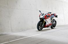 Ducati Panigale 1199 S Tricolore This bike is screaming RIDE ME!!!