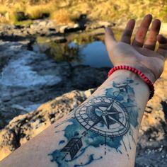 Mándala y brújula tattoo