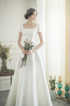 Minimal Wedding Dress, Plain Wedding Dress, Weeding Dress, Bridal Wedding Dresses, Dream Wedding Dresses, Minimalist Gown, Simple Wedding Gown Minimalist, Wedding Looks, Beautiful Dresses