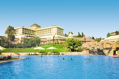Dit hotel bestaat uit het 5-sterren gedeelte Horus Paradise Luxury Resort in het hoofdgebouw en het 4-sterren gedeelte Horus Paradise Holiday Village met diverse verspreid in de tuin liggende gebouwen met kamers. De enorme zwembaden, de glijbanen, de ruime tuin, de vele faciliteiten en de goede service zullen ervoor zorgen dat u een geweldige vakantie zult hebben! De kamers in de de tuin liggen direct aan het zandstrand en va. het hoofdgebouw ligt het strand op 200 m. Officiële categorie…