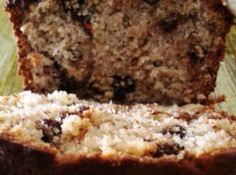 Receita de Bolo de Banana com Chocolate - bolo inglês, untada e polvilhada e leve ao forno (180ºC) durante 40...