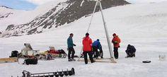 Antarktika'da 100 bin yıllık mikroplar bulundu - Yerbilim- ntvmsnbc.comAntarktika'da 100 bin yıllık mikroplar bulundu İngiliz bilim insanları, Antartika'daki buzulaltı göl katmanlarında yüz bin yıl öncesine uzanan çeşitli yeni yaşam formları keşfetti. Yapılan keşif, Antarktika adına bir ilk olma özelliği taşıyor.