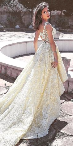 For brides who can't decide between long and short dress, we offer the collection of high low dresses. High low wedding dresses are trend of the year Hi Lo Wedding Dress, Wedding Bridesmaid Dresses, Wedding Wear, Bridal Dresses, Lace Wedding, Wedding Events, Rustic Dresses, Country Wedding Dresses, Vintage Dresses