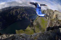 B.A.S.E Jumping! [Buildings.Aerials.Span(Bridges).Earth(Cliffs)].