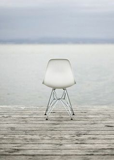 DSR - Eifel Side Chair Poterdruck - Designelement - Fotokulissehttps://modecor.com/Eames-DSR-Stuhl-in-Weiss