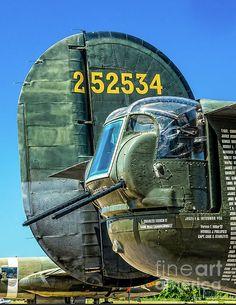 Tail Gun of the B-24 Liberator Witchcraft Aviones Caza, Aviones Militares, Aviones De Combate, Tanques, Arte De Avión, Bocetos Arquitectura, Aviones Segunda Guerra Mundial, Naves Espaciales, Historia