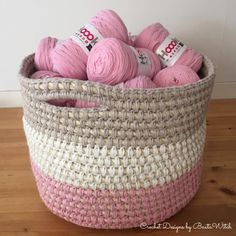 Big basket crocheted with sisal roap and Hoooked Ribbon XL. Design and free pattern by BautaWitch.