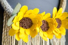 Lovely Fall textures in this DIY Sunflower Wreath tutorial + video tutorial. Make this happy Fall Wreath DIY. Sunflower Crafts, Sunflower Wreaths, Burlap Bubble Wreath, Diy Wreath, Fall Wreath Tutorial, Diy Tutorial, Handmade Christmas, Christmas Diy, Christmas Trivia Games