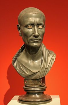 This posthumous bust shows Caesar as a statesman dressed in a toga. The marble inlays in the eyes are modern. Greywacke from Egypt, 1-50 AD Grüner Caesar Altes Museum, Berlin