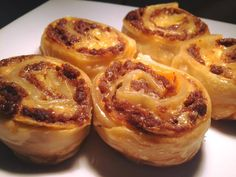 Mexican Scrolls - great idea to use up extra taco mince in school lunchboxes Mexican Pastries, Savory Pastry, Pastry Brushes, Lunch Box Recipes, Recipe For 4, Slow Cooker Recipes, Finger Foods, Kids Meals, Brunch