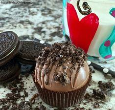Hot Chocolate Gifts, Christmas Hot Chocolate, Hot Chocolate Bars, How To Make Chocolate, Christmas Candy, Melting Chocolate, Holiday Desserts, Holiday Baking, Hot Cocoa Mixes