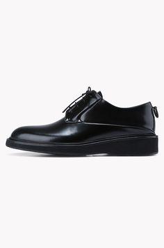 Plain toe lace up shoes