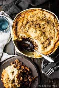 This delicious Mushroom Shepherd's Pie recipe is full mushrooms and your choice of ground meat (or vegetarian sub!) and topped with brown butter potatoes. Beef Recipes, Vegetarian Recipes, Whole30 Recipes, Weeknight Meals, Easy Meals, Butter Potatoes, Vegan Thanksgiving, Easy Healthy Recipes, Stuffed Mushrooms