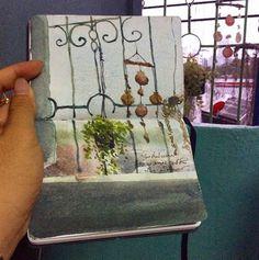 Acuarelas  Tamra Chatikanon pinta los paisajes que la rodean con la tecnica de la acuarela. Ella ilustra la realidad a su manera, mediante la adición de colores con sutileza.