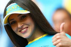 Lets take a look at some of the Hot, Sexy & Beautiful Football fans in the Stadium who are the hottest of the lot. Soccer Fans, Football Fans, Football Players, T20 Cricket, Euro 2012, Cricket World Cup, Beautiful Women, Female, Hot