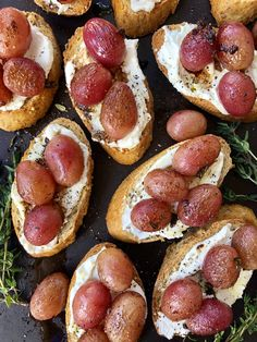 Roasted Grape and Ricotta Crostini - The Preppy Hostess Gluten Free Puff Pastry, Puff Pastry Recipes, Vegan Appetizers, Appetizer Recipes, Great Appetizers, Holiday Appetizers, Party Appetizers, Grape Recipes, Fall Recipes