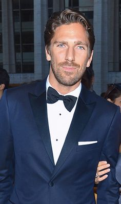 Henrik Lundqvist in a sexy midnight blue tux with a bow tie and pocket square. Best Dressed Man, Sharp Dressed Man, Fashion Moda, Mens Fashion, Fashion Suits, Henrik Lundqvist, Wedding Tux, Blue Tuxedos, Bespoke Clothing