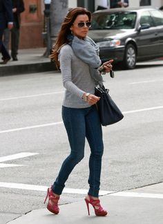 Eva Longoria rocked this casual street outfit by adding strappy fuchsia sandals