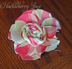 Flowers : DIY Quick & Easy Fabric Flowers {Tutorial}