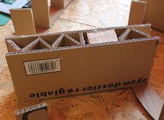 """Je profite d'une petite pause """"goûter"""" pour vous montrer l'évolution de mon étagère ronde... J'ai inclus à l'intérieur du meuble 3 tasseaux (gentiment sciés par mon mari) afin de pouvoir y fixer un système d'attaches. Ces tasseaux font l'épaisseur totale..."""