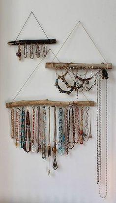 Driftwood Jewelry Organizer - Made to Order Jewelry Hangers - Pick the Driftwood - Boho Decor Storage Jewelry Holder Hanging Jewelry Display - Natürliche Treibholz wandte sich an der Wand befestigte Boho Schmuck-Display. Kombinieren Sie ein p - Jewelry Storage Solutions, Jewellery Storage, Jewellery Display, Jewellery Shops, Diy Jewelry Wall Display, Jewellery Making, Diy Necklace Display, Jewellery Supplies, Jewellery Showroom