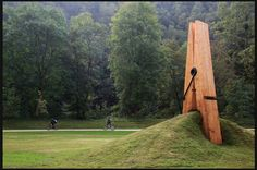 Pinching Earth is a wonderful example of public art which everyone can enjoy. outskirts of Liege, Belgium. it was designed by Turkish artist Mehmet Ali Uysal