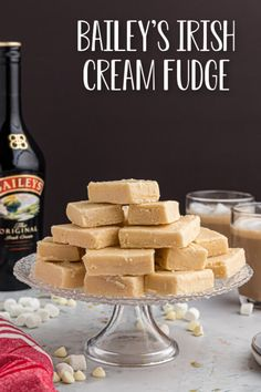 Bailey's Irish Cream Fudge is an easy recipe that makes the perfect grown-up treat! This rich and creamy fudge is perfect at any time! Fudge Recipes, Candy Recipes, Sweet Recipes, Holiday Recipes, Christmas Recipes, Fun Desserts, Delicious Desserts, Dessert Recipes, Baileys Fudge