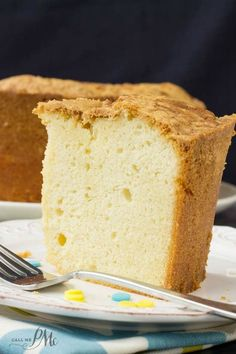 Million Dollar Pound Cake has a fine, rich, smooth texture with classic vanilla flavor. You'll understand the title 'million dollar' after one taste! Easy Pound Cake, Pound Cake Recipes, Easy Cake Recipes, Dessert Recipes, Almond Pound Cakes, Yummy Recipes, Just Desserts, Delicious Desserts, Million Dollar Pound Cake