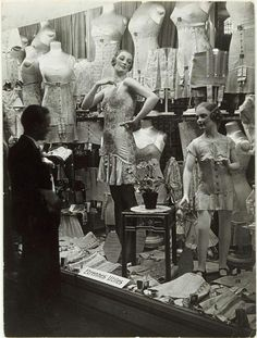 Shop window 1920