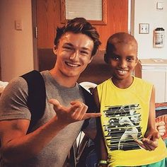 Spiderman Cast, Friends Family, Best Friends, Harrison Osterfield, Attractive Guys, Marvel Funny, British Actors, Tom Holland, Best Actor