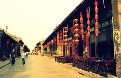 Relaxing stroll through the streets of Pingyao