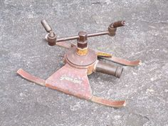 Vintage Green Spot Brass and Aluminum Sprinkler Antique Lawn Sprinkler Vintage Love, Vintage Green, Lawn Sprinklers, Green Lawn, Old Antiques, Pest Control, Larp, Lawn Mower, Brass