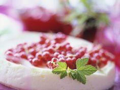 Johannisbeer-Quarkkuchen ist ein Rezept mit frischen Zutaten aus der Kategorie Beerenkuchen. Probieren Sie dieses und weitere Rezepte von EAT SMARTER!