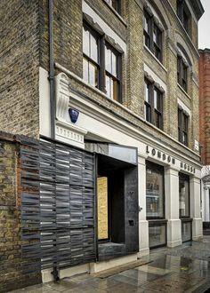 Office Tuesday: Creatief adviesbureau in Londen. Buitengevel van het #industriële pand in Old Street in Londen.