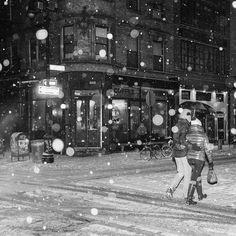 Night time strolls in a snowy #newyorkcity