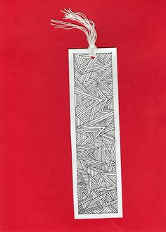 We can tie the threads like this Creative Bookmarks, Diy Bookmarks, Mandala Artwork, Mandala Drawing, Diy Marque Page, Bookmark Craft, Bookmark Ideas, Watercolor Bookmarks, Book Markers