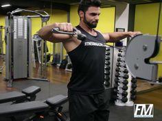 Exercício: Remada Pronada no Cross over. Grupos musculares: Costas, Antebraço…